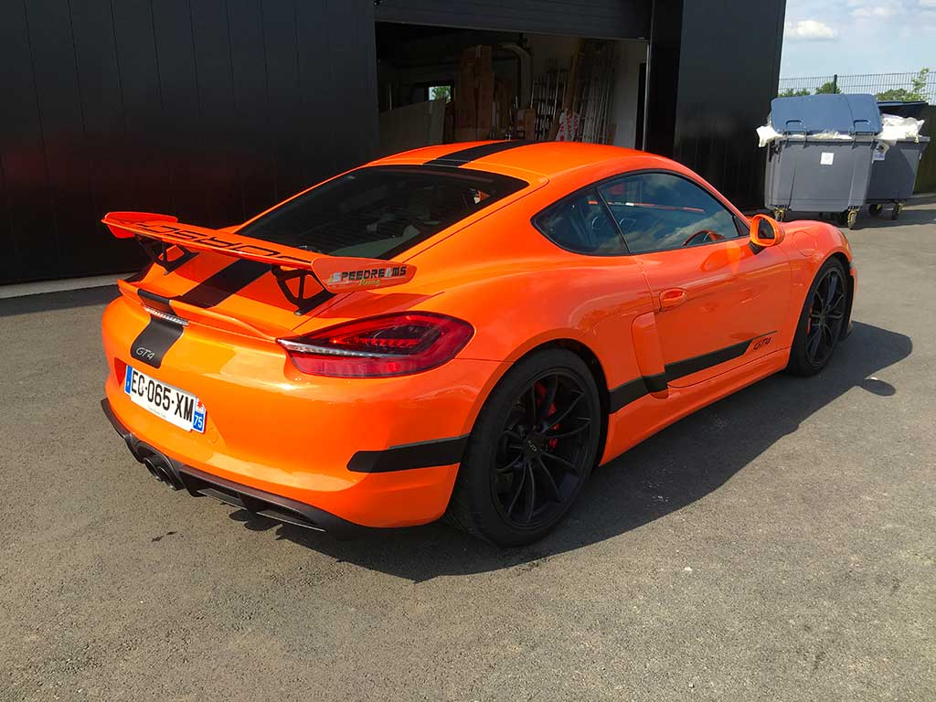 Covering Porsche orange